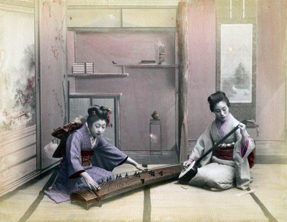 025 Playing koto and shamisen