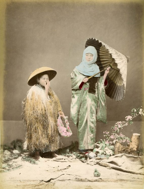 048 Women in winter clothing