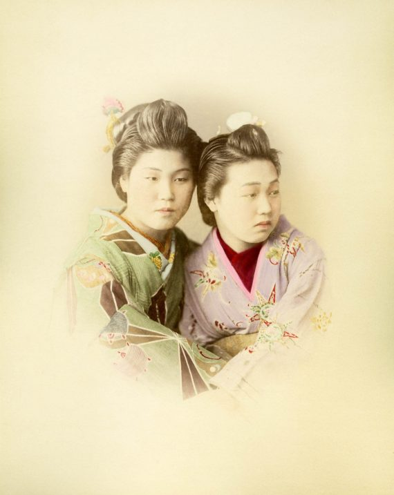 061 Portrait of two women