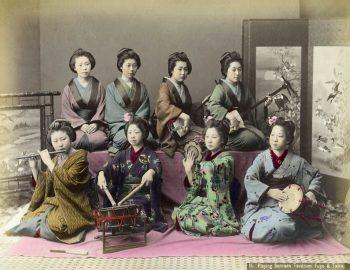 078 Playing shamisen, tsudzumi